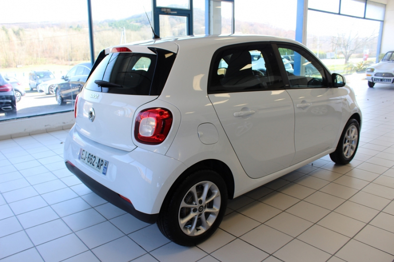 Photo 2 de l'offre de SMART FORFOUR 71CH PASSION à 8990€ chez BMC Autos 47